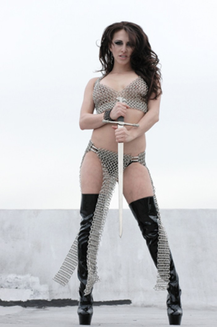 Alicia-Chainmail-03
